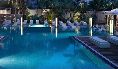 Swimming pools in Singapore: Five-star hotels with the