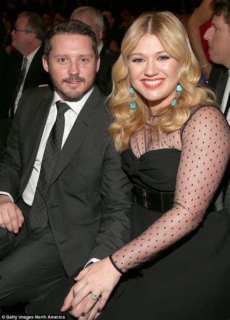 Kelly Clarkson announces her 2nd child with Brandon