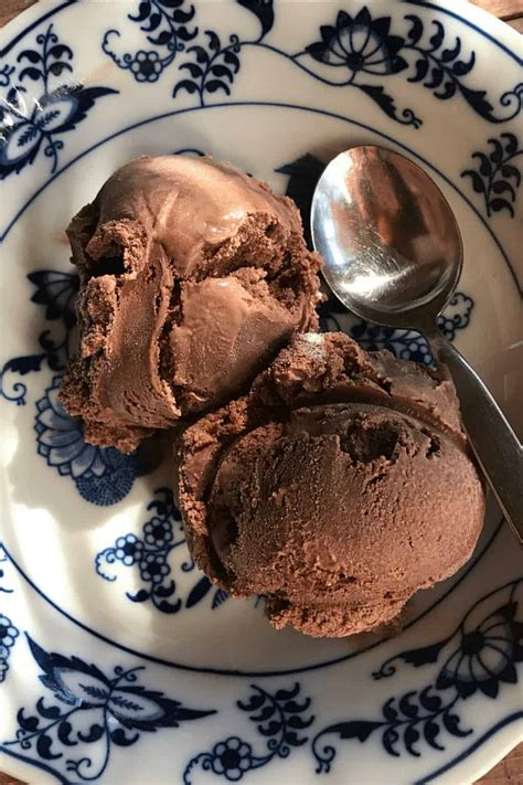 Old-Fashioned Homemade Chocolate Ice Cream - Reluctant