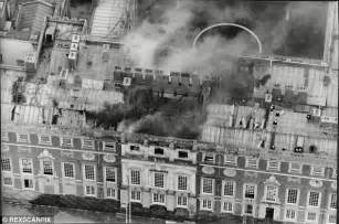 Is this the ghost of Grey Lady of Hampton Court? | Daily