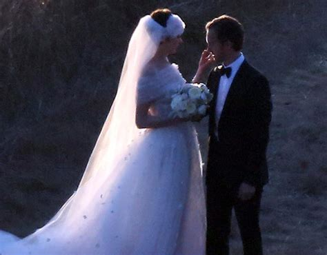 Anne Hathaway and Adam Shulman get married - NY Daily News