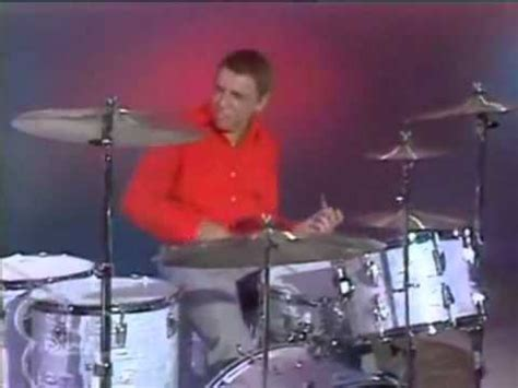 The Muppet Show - Buddy Rich vs Animal Drum Battle - YouTube